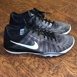 Women's Nike Free TR 6 Running Sz 9.5